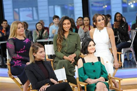 Pretty Little Liars Cast at Good Morning America in New ...