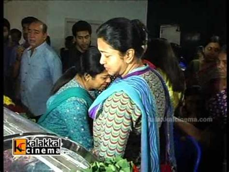 actress kanaka funeral photo stars paying homage to manjula vijayakumar clip 2 youtube