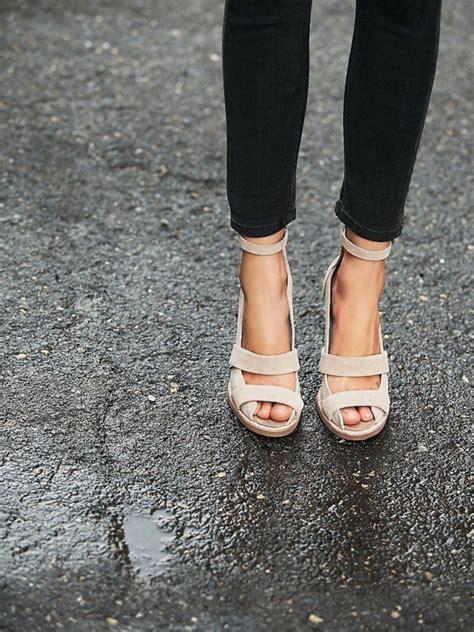 les sandales compensees  vrai hit de lete
