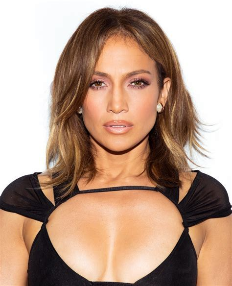 Jennifer Lopez Signd New Deal with Epic Records   InStyle.com