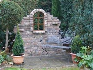 Steinmauer Mit Wasserfall : alte steinmauern im garten ~ Markanthonyermac.com Haus und Dekorationen