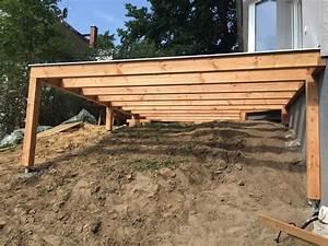 Erhöhte Terrasse Bauen : erh hte terrasse aus bangkirai mit holztreppe und au entreppe n vrhy pinterest terrasse ~ Orissabook.com Haus und Dekorationen