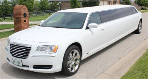 Limozin Car For Rent by Limousine 2013 Price In Pakistan Pictures Features
