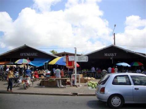 De openbare markt van Nickerie | Foto | Bram in Suriname