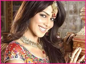 55 Super Cute Genelia D Souza Wallpapers, HD Pics, Hot Photos