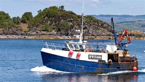 Fishing Boat Accident In Tarbert by Government Pledges To Recover Fishermen From Nancy Glen