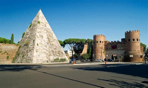 libreria san paolo roma pyramide de cestius et du porta san paolo rome image