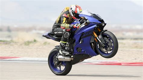 Review Yamaha R6 by 2018 Yamaha Yzf R6 Ride Track Review