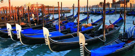 si e automobile gli squeri di venezia dove le gondole prendono vita