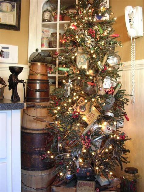 pictures of primitive christmas trees 370 best primitive ideas images on deco primitive and