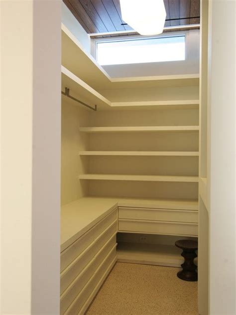 great layout of a small walk in closet there are lots of