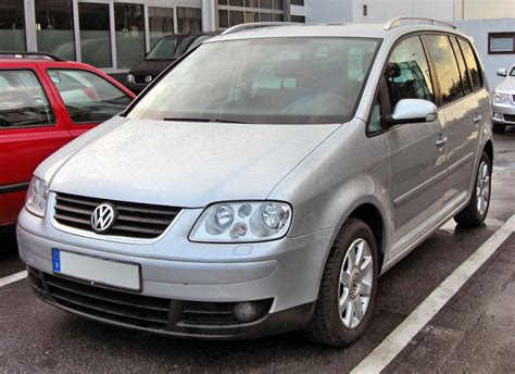 volkswagen touran  pictures information
