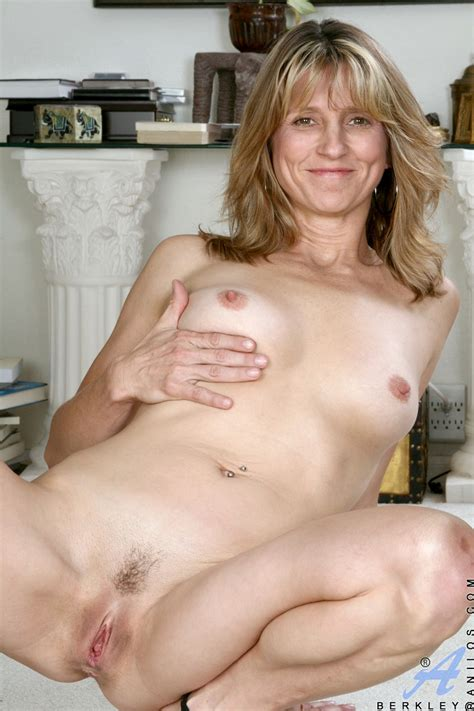 Wife Pinching On Her Clitoris Mature Xxx Pics