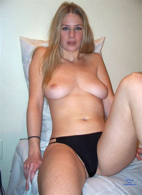 Lisa Amateur Model Posing Nude January Voyeur Web