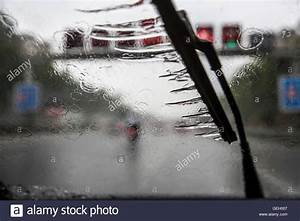 Wasser Im Keller Bei Starkem Regen : windshield stockfotos windshield bilder alamy ~ Lizthompson.info Haus und Dekorationen