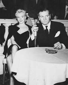 File:Marilyn Monroe and Laurence Olivier.jpg - Wikimedia ...