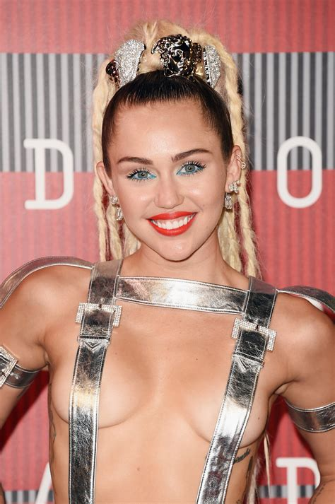 miley cyrus  vmas red carpet outfit  totally