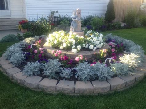 circle flower garden  front   house landscaping