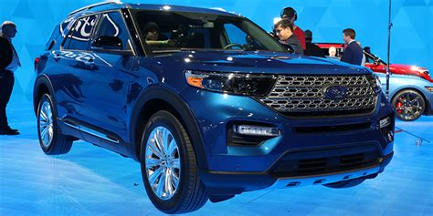 detroit auto show ford debuts hybrid st  explorers