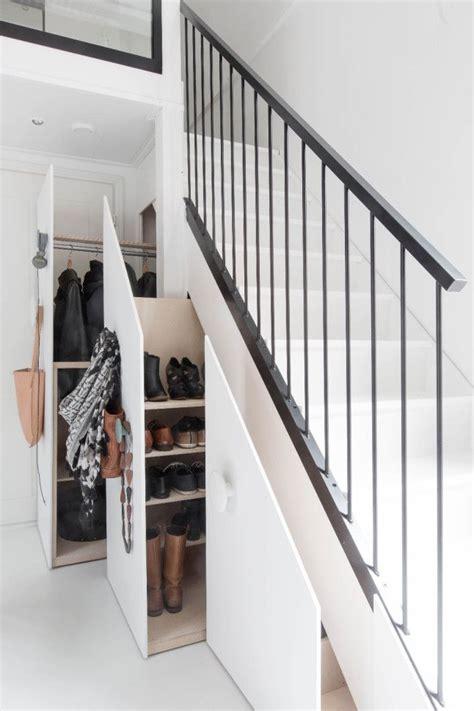 quoi mettre sous un escalier les 25 meilleures id 233 es de la cat 233 gorie rangement sous escalier sur stockage d