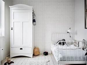 Chambre Enfant Blanc : chambre d 39 enfant monochrome blanche ~ Teatrodelosmanantiales.com Idées de Décoration