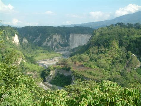 objek wisata ngarai sianok  daerah padang panjang