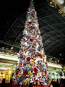 Christmas Tree Made from Disney Toys Looks Completely ...