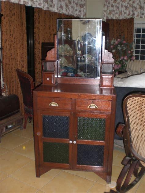 ezany galleria almari solek antik  dijual