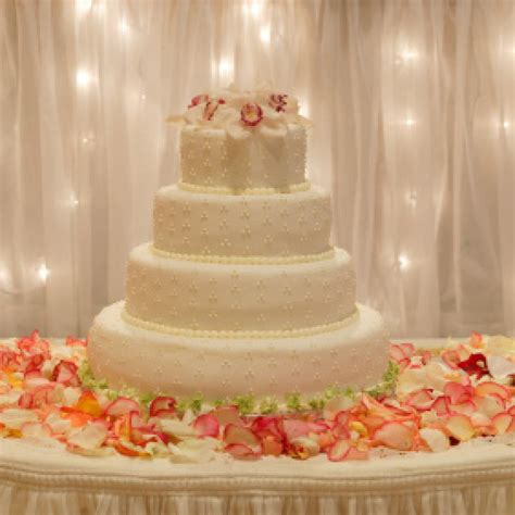 wedding cake table decorations pictures wedding and bridal inspiration
