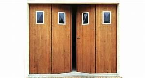 Menuiserie porte de garage en bois a vantaux ou coulissant for Porte garage 4 vantaux bois