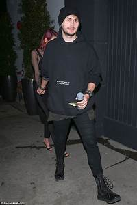 5SOS star Michael Clifford out with camera shy girlfriend ...