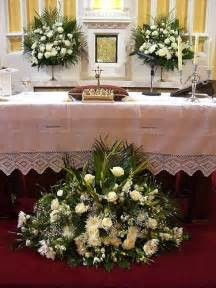 altar flowers for wedding 1000 images about wedding ceremony flower ideas on altar flowers church pews and