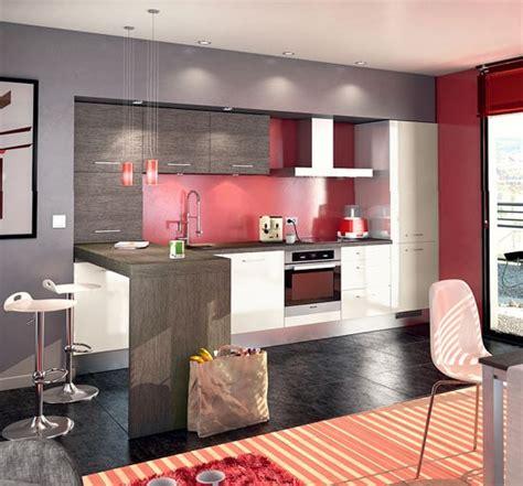 petit bureau blanc une cuisine moderne bien agencée en blanc gris et