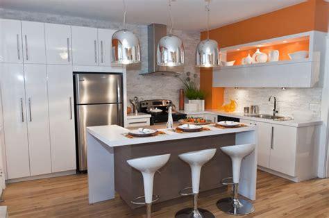 couleur mur avec cuisine blanche cuisine blanche avec brique de parement et mur couleur