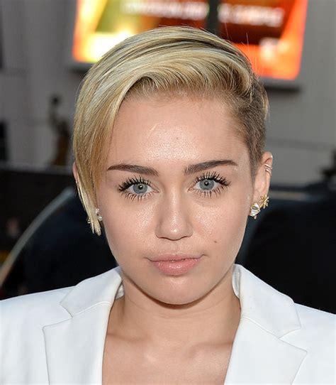 Miley Cyrus Hair and Makeup at American Music Awards 2013