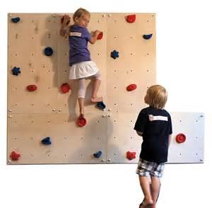 kletterwand für kinderzimmer indoor kletterwand als weihnachtsgeschenk für das kinderzimmer
