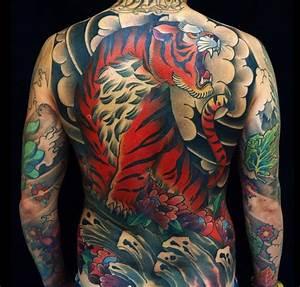 Tatouage Homme Japonais : irezumi ou le tatouage japonais traditionnel tatouages tatouages japonais traditionnels ~ Melissatoandfro.com Idées de Décoration