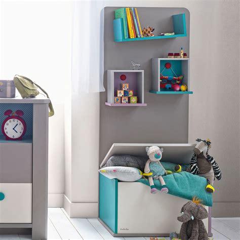 chambre bébé montessori bibliothèque taupe avec coffre à jouets pour chambre bébé