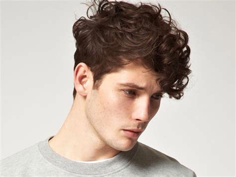 5 Best Curly Hair Styles For Men