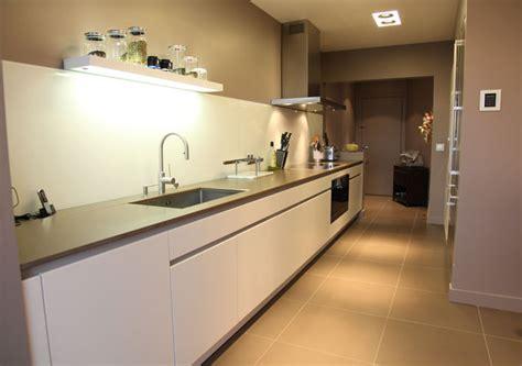 chaises de cuisine une cuisine couloir très design inspiration cuisine