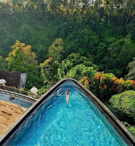 kolam renang  bali  menawarkan view alam