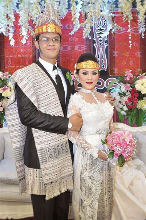ulos pengantin batak by martha ulos bridestory com