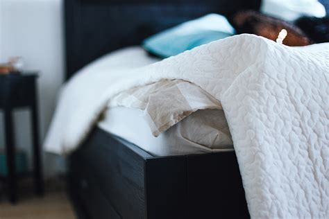 ideen für gemütliches schlafzimmer falten bettw 228 sche idee