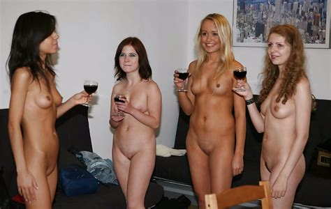 Nude Women In Group Pics XHamster