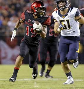 San Diego State running back Donnel Pumphrey heads to the ...