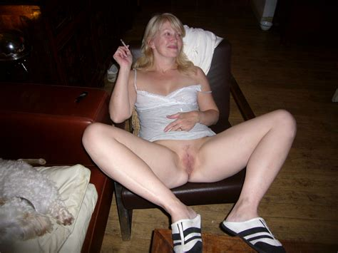 blond mature housewife showing boobs homemade naked big size picture 5