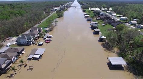 section     louisiana closed  flooding texas
