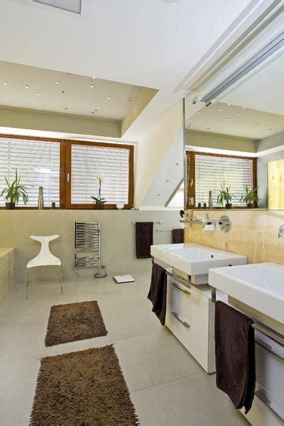 Zrekonstruovaná Podkrovní Koupelna  Dům A Byt
