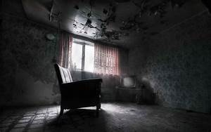 dark empty room with window | datenlabor.info
