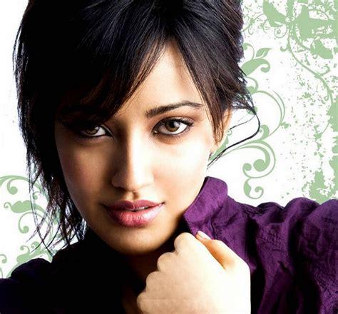 bollywood actress neha sharma wallpapes  beautiful
